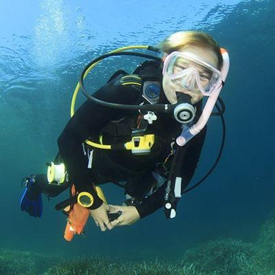 MASK, AIRTANK, BUBBLES, OCEAN, CAMERA, FINS, DIVER, SCUBA, WOMAN, WETSUIT, SWIMMING, SNORKEL
