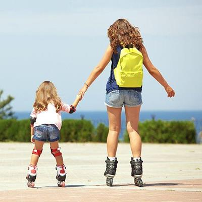 ROLLERBLADES, SKATING, BACKPACK, MOTHER, SHORTS, DAUGHTER, KNEEPADS, PARK, PARENT, TWO