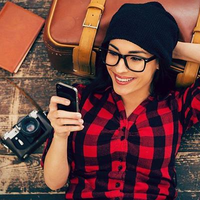 SUITCASE, HAT, CHECKS, STRAP, BUCKLE, SMILE, LENS, WOOD, PHONE, CAMERA, GLASSES, RELAXING