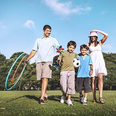 FATHER, MOTHER, SONS, SOCCERBALL, WINDMILL, CHILDREN, HULAHOOP, FAMILY, SUNHAT