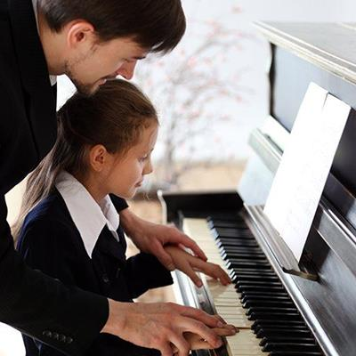 LESSON, TEACHER, GIRL, NOTE, PUPIL, PIANO, KEYBOARD, MUSIC, LEARNING, FINGERS, PLAY