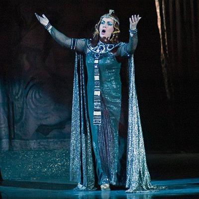 AUDIENCE, PERFORMANCE, TICKET, SOLOIST, OPERA, STAGE, SOPRANO, COSTUME, ARIA, DIVA