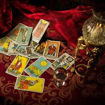 TAROTCARDS, PACK, TABLECLOTH, TRUMP, PICTURES, OCCULT, MAGIC, PSYCHIC, PREDICT