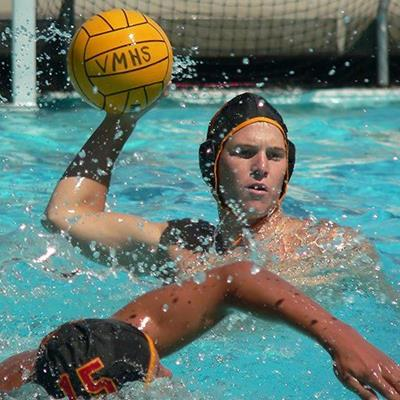 POOL, SWIMMERS, BALL, THROW, SPORT, GOAL, MATCH, WATERPOLO, SPLASHES, YELLOW, TEAM, CAP