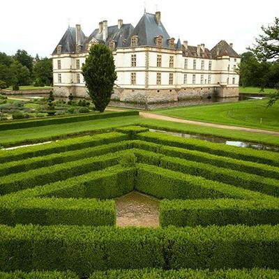 MOAT, SYMMETRICAL, LINES, CHATEAU, GARDENS, HEDGES, FORMAL, MANSION, GRAND