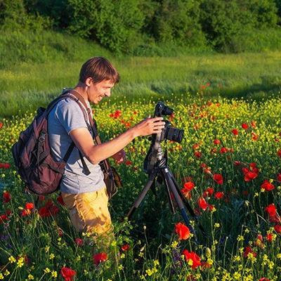 CAMERA, TRIPOD, FLOWERS, BACKPACK, STILLLIFE, FOCUS, FIELD, POPPIES, NATURE