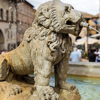 FOUNTAIN, STONE, SCULPTURE, DROPLETS, PAWS, LION, FACE, MANE, SPOUT, WATER, ARCH