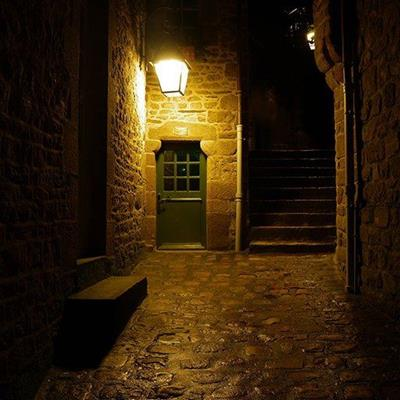LAMP, STAIRS, DRAINPIPE, COBBLES, SHADOWS, STONEWORK, DOOR, STEP, NIGHT, DARKNESS, HANDLE