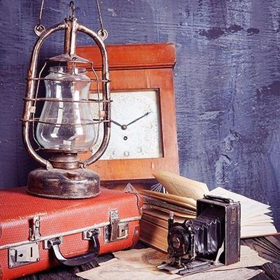 BOOK, CAMERA, LAMP, MAP, SUITCASE, KEROSENE, CLOCK, PAPER, PHOTOGRAPHY, HANDLE, LOCK, PAGES
