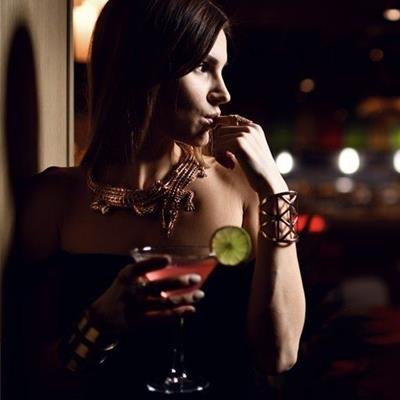 NIGHTLIFE, COCKTAIL, DARK, LIME, MARTINI, BAR, WOMAN, BRACELET, NECKLACE, SHADOW, ALCOHOL