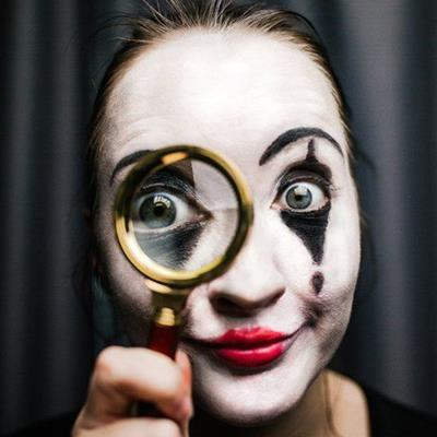 MAGNIFIER, MIME, MAKEUP, FOOL, PANSTICK, CLOWN, PERFORMER, LIPSTICK, FUNNY, COMEDY, FACEPAINT