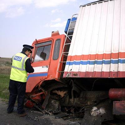 TRUCK, POLICEMAN, LADDER, DOOR, STRIPES, ACCIDENT, UNIFORM, DAMAGE, CAB, MIRROR, CRASH