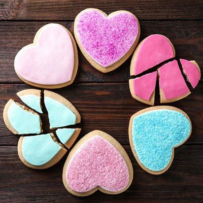 COOKIES, HEARTS, PINK, BROKEN, CRACKED, SIX, FROSTING, TURQUOISE, PIECES, SUGAR, LOVE
