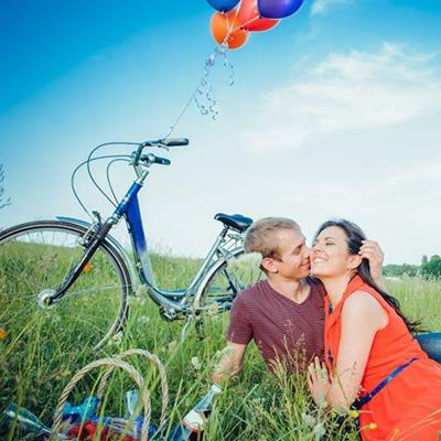 BALLOONS, BASKET, WHEEL, SADDLE, PICNIC, OUTDOORS, BICYCLE, BOTTLE, GRASS, COUPLE, BELT