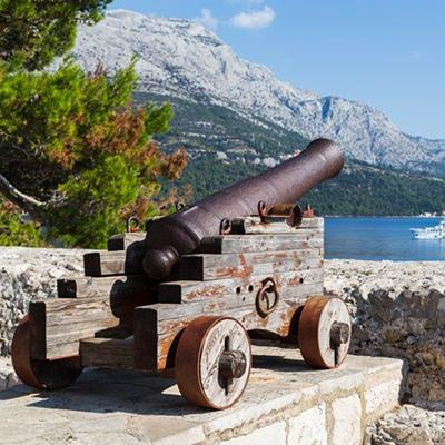 BARREL, WHEELS, PLATFORM, RING, BOAT, WEAPON, CANNON, WALL, IRON, WATER, STONE, GUN